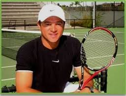 Valter Paiva Tennis Lessons Profile Pic with Tennis Racket