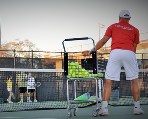 group tennis lesson at the valter paiva tennis academy